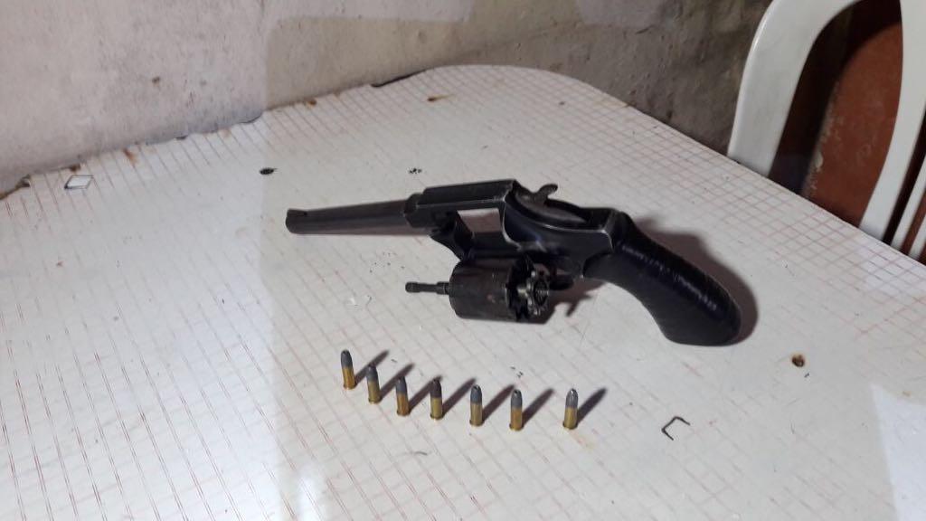 También-encontraron-armas-de-fuego-teléfonos-dinero-y-otros-elementos-de-interés-par-la-causa..jpg